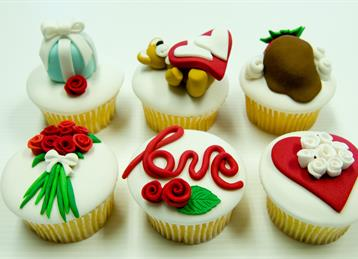 Love_Engagement cupcakes 2